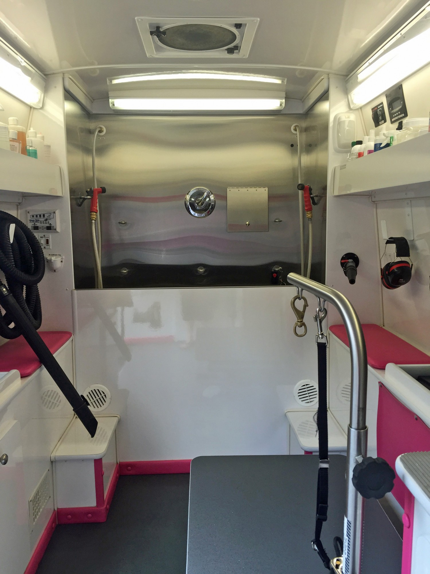 Mobile Services - Linda's Mobile Grooming Palace